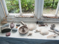 I have found myself collecting almost the identical objects that I see arranged on the window sill here. The difference is, that I have already thrown most of my own stuff back where it came from, once it had served its purpose.